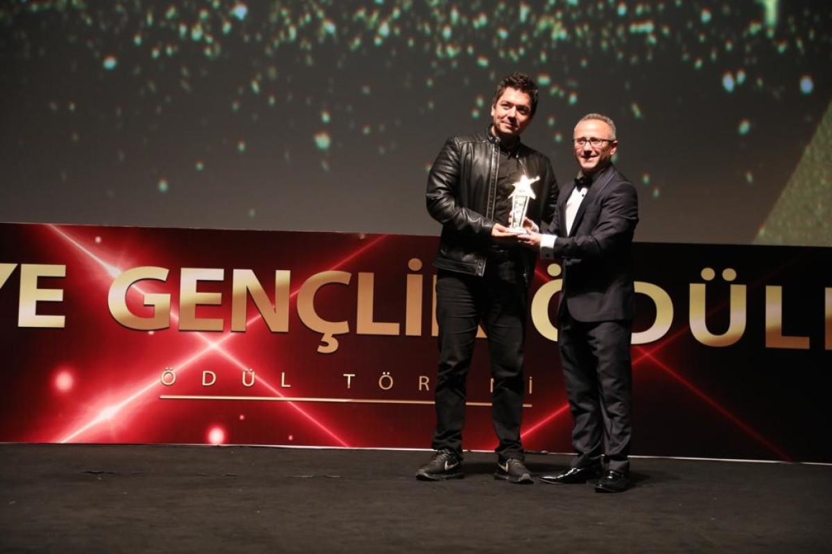 Erdem Genç 'geleceğin rock sanatçısı' seçildi